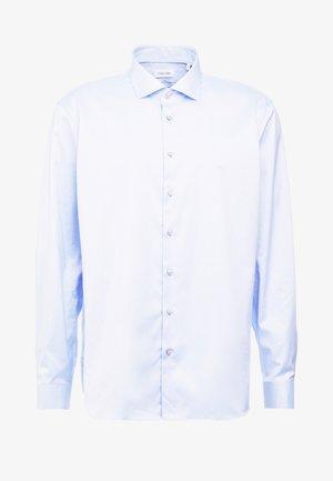 EASY IRON FITTED SHIRT - Finskjorte - light blue