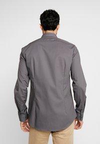 Calvin Klein Tailored - POPLIN SLIM FIT - Formální košile - charcoal - 2