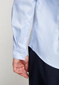 Calvin Klein Tailored - STRUCTURE EASY IRON SLIM SHIRT - Chemise classique - blue - 3