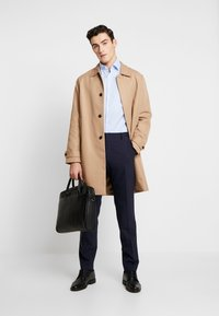 Calvin Klein Tailored - STRUCTURE EASY IRON SLIM SHIRT - Chemise classique - blue - 1