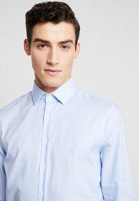 Calvin Klein Tailored - STRUCTURE EASY IRON SLIM SHIRT - Chemise classique - blue - 5