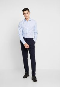 Calvin Klein Tailored - STRUCTURE EASY IRON SLIM  - Chemise - blue - 1