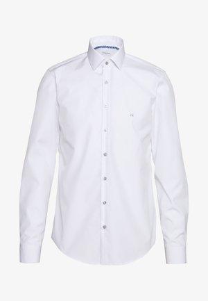 CONTRAST FLOWER PRINT SLIM - Camicia elegante - white