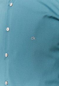 Calvin Klein Tailored - CONTRAST FLOWER PRINT SLIM - Camicia elegante - blue - 2