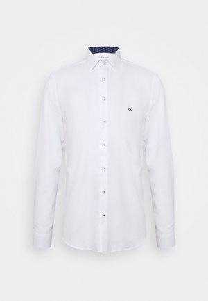 CONTRAST PRINT SLIM SHIRT - Camicia elegante - white