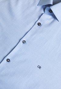 Calvin Klein Tailored - CONTRAST PRINT SLIM SHIRT - Camicia elegante - blue - 3