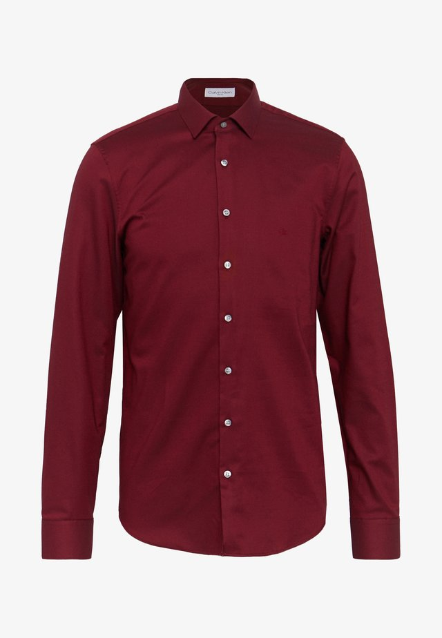 STRUCTURE EASY CARE SLIM SHIRT - Koszula - red