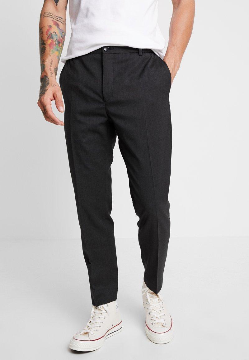 Calvin Klein Tailored - TRAVEL TAPERED PANT - Pantaloni - anthracite