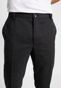 Calvin Klein Tailored - TRAVEL TAPERED PANT - Pantaloni - anthracite - 4