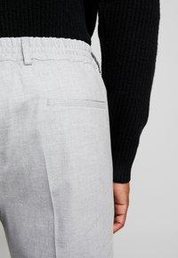 Calvin Klein Tailored - STRETCH COMFORT PANT - Bukse - grey - 4