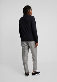Calvin Klein Tailored - GLENCHECK PLEATED TAPERED PANT - Trousers - black - 2