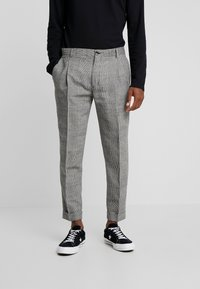 Calvin Klein Tailored - GLENCHECK PLEATED TAPERED PANT - Trousers - black - 0