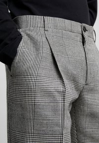 Calvin Klein Tailored - GLENCHECK PLEATED TAPERED PANT - Trousers - black - 4