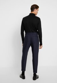 Calvin Klein Tailored - TEXTURED PLEATED PANT - Tygbyxor - blue