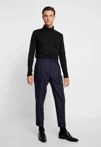 Calvin Klein Tailored - TEXTURED PLEATED PANT - Tygbyxor - blue - 1