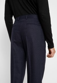 Calvin Klein Tailored - TEXTURED PLEATED PANT - Tygbyxor - blue - 3