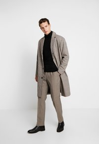 Calvin Klein Tailored - HOUNDSTOOTH EXTRAFINE - Suit trousers - grey - 1