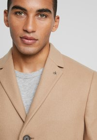 Calvin Klein Tailored - BLEND COAT - Kappa / rock - beige - 5