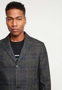 Calvin Klein Tailored - GLENCHECK COAT - Mantel - black - 5
