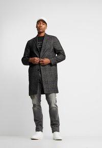Calvin Klein Tailored - GLENCHECK COAT - Mantel - black - 1