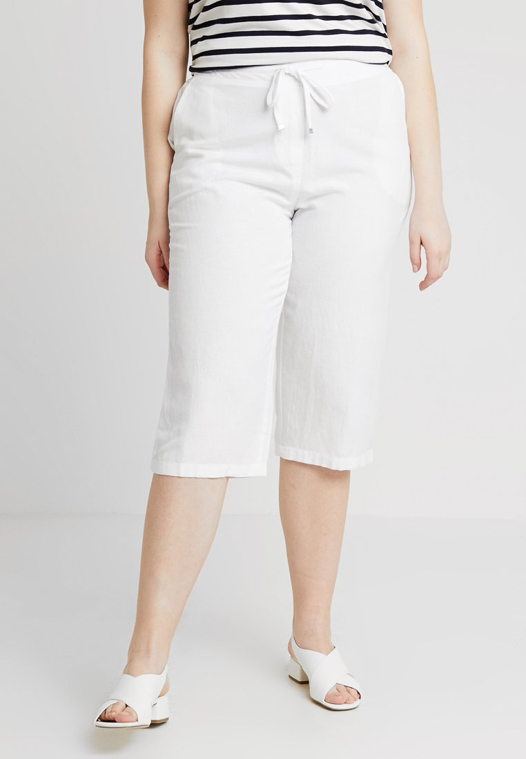 CAPSULE by Simply Be - EASY CARE CROP TROUSERS - Shorts - white