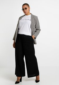 CAPSULE by Simply Be - EASY CARE WIDE LEG TROUSER - Broek - black - 1