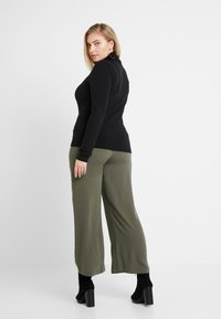 CAPSULE by Simply Be - UTILITY WIDE LEG TROUSER - Pantalones - olive - 2