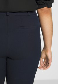 CAPSULE by Simply Be - EVERYDAY KATE TROUSER - Trousers - navy - 3