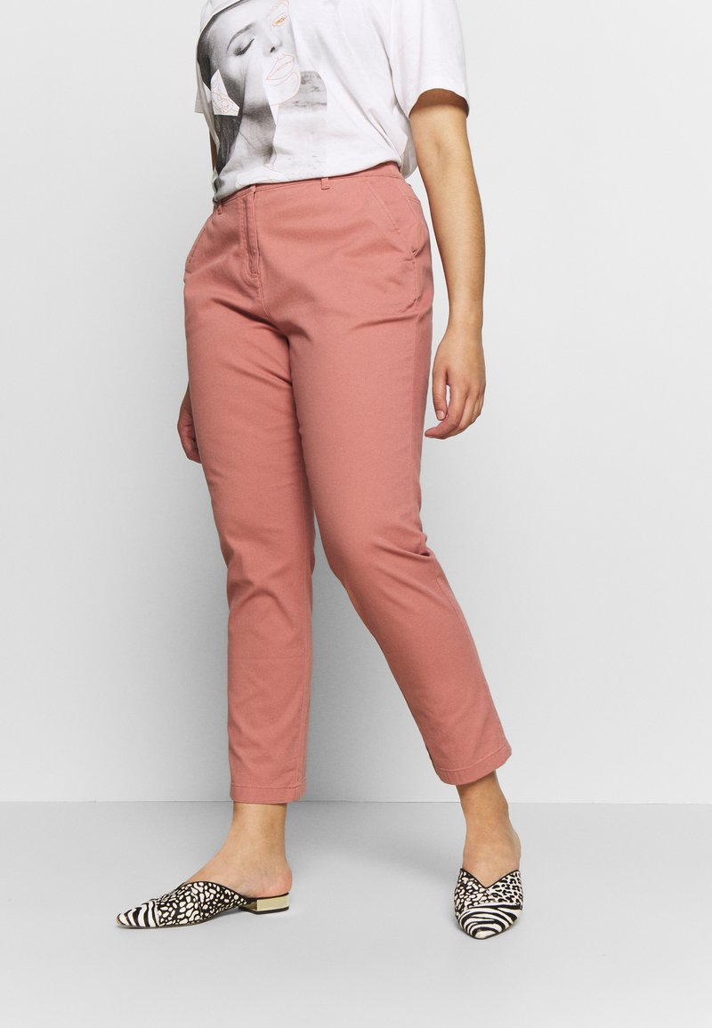 CAPSULE by Simply Be - COMFORT STRETCH TURN UP - Chinos - washed coral