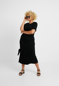 CAPSULE by Simply Be - RUCHED SIDE DRESS - Vapaa-ajan mekko - black - 1