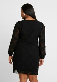CAPSULE by Simply Be - DOBBY SPOT SHIFT DRESS - Denní šaty - black - 2