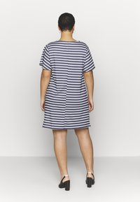 CAPSULE by Simply Be - POCKET DETAIL  DRESS - Robe en jersey - navy/white - 2