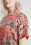 CAPSULE by Simply Be - LONGER LENGTH BOXY - Bluse - salmon/black
