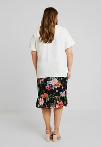 CAPSULE by Simply Be - VNECK DENNIS DAY - Bluser - ivory - 2