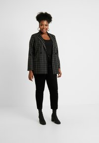 CAPSULE by Simply Be - LACE UP BACK - Printtipaita - black - 1