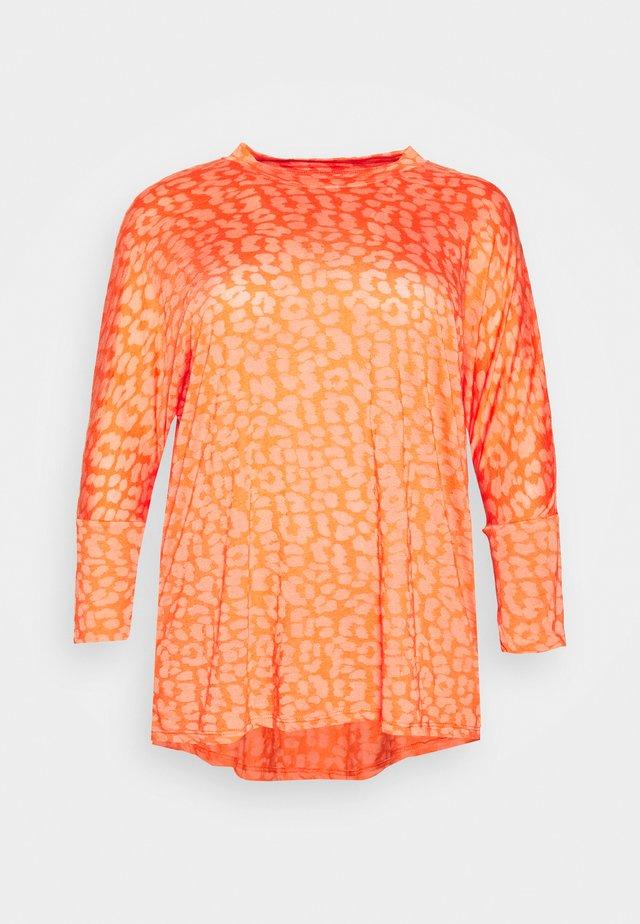 BURNOUT BOXY TUNIC - Bluzka z długim rękawem - coral