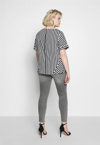 CAPSULE by Simply Be - CONTRAST SIDE STRIPE BOXY - Blouse - white - 2