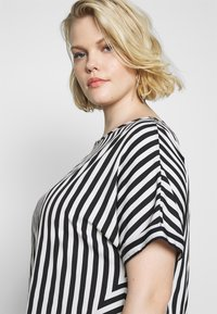 CAPSULE by Simply Be - CONTRAST SIDE STRIPE BOXY - Blouse - white - 4
