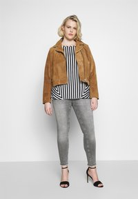 CAPSULE by Simply Be - CONTRAST SIDE STRIPE BOXY - Blouse - white - 1