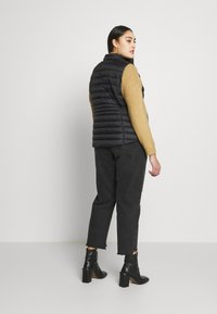 CAPSULE by Simply Be - LIGHTWEIGHT PADDED GILET - Smanicato - black - 2