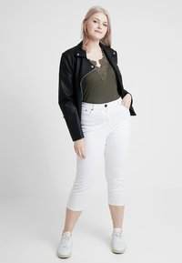 CAPSULE by Simply Be - EVERYDAY CROP - Jeans Skinny Fit - white - 1