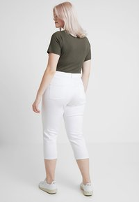 CAPSULE by Simply Be - EVERYDAY CROP - Jeans Skinny Fit - white - 2