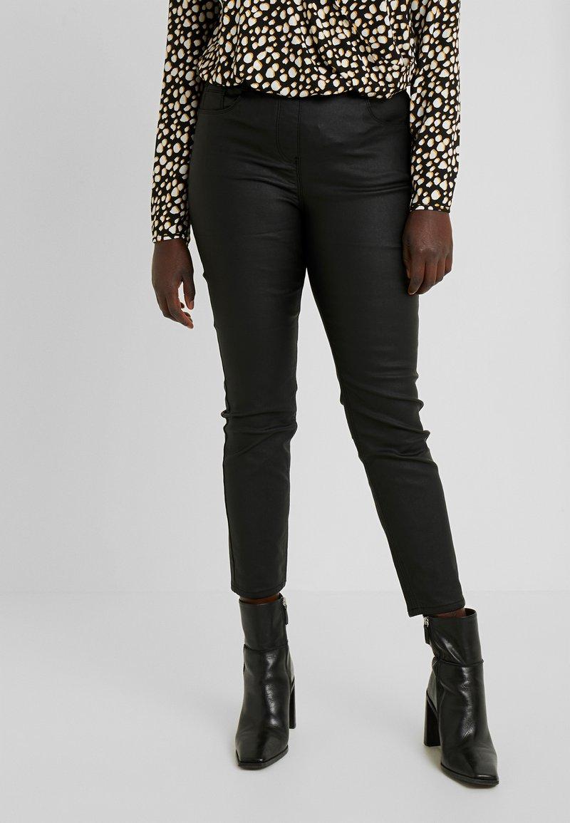 CAPSULE by Simply Be - BELLA COATED - Jean slim - black