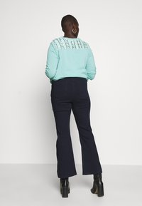 CAPSULE by Simply Be - KIM - Jeans bootcut - indigo - 2