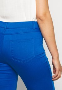 CAPSULE by Simply Be - AMBER CROP - Jegging - cobalt blue - 5
