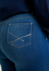 CAPSULE by Simply Be - LEXI - Jeans Skinny Fit - blue - 5