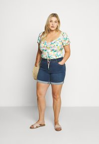 CAPSULE by Simply Be - SHAPE AND SCULPT - Denim shorts - mid blue - 1