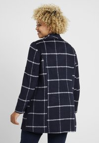 CAPSULE by Simply Be - CHECK PRINT LARGE COLLAR COAT - Manteau classique - navy/white - 2