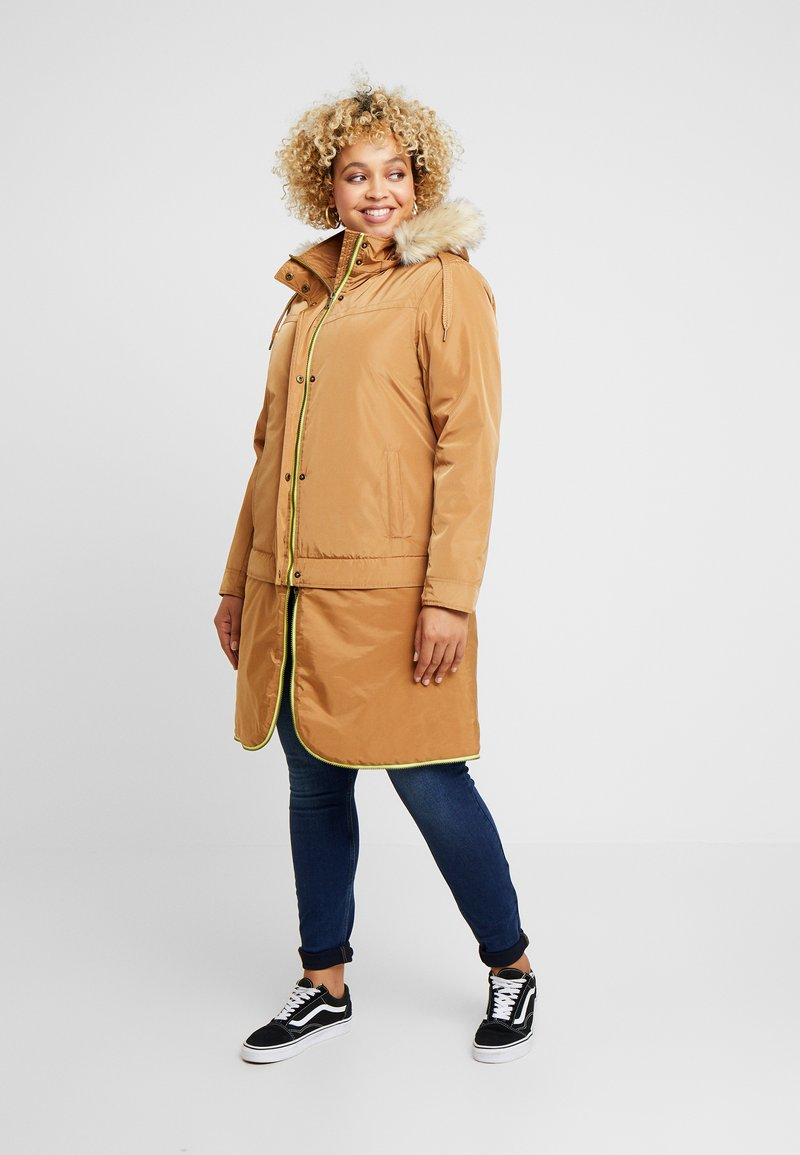 CAPSULE by Simply Be - LIGHTWEIGHT WITH DETACHABLE - Parkatakki - camel