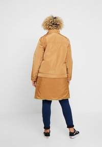 CAPSULE by Simply Be - LIGHTWEIGHT WITH DETACHABLE - Parkatakki - camel - 3